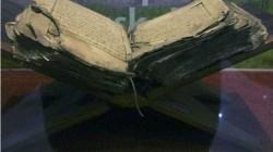 Al Quran tertua tulisan tangan dan menjadi bukti sejarah dari Kerajaan Muna. (Foto: Antaranews)