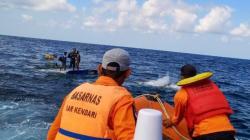 Basarnas evakuasi tiga penumpang KM Rizky Maulana di Perairan Tanjung Pamali, Jumat (28/6/2019). (Foto: Basarnas untuk Sultrakini.com)