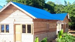 Sejumlah rumah warga Desa Gunung Jaya korban bentrok yang selesai dibangun, Selasa (27/8/2019). (Foto: La Ode Ali/SULTRAKINI.COM)