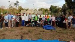 Sosialisasi Tim Dosen PKMI pada warga di kawasan hutan kota di Kelurahan Kemaraya tentang pemanfaatan POBDL pada tanaman pangan. (Foto: Hasrul Tamrin/SULTRAKINI.COM)