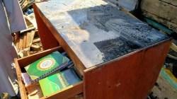Tampak meja yang berisi ALquran dan buku-buku agama Islam yang tidak terbakar pada saat kebakaran di Jembatan Batu Baubau, Jumat (15 November 2019).