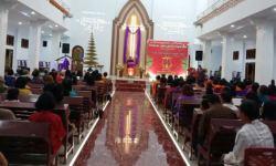 Umat Kristiani Suku Tolaki di Kendari Rayakan Natal Secara Terpusat