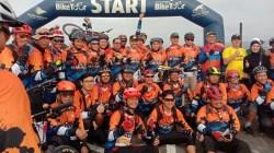 Walikota Kendari, Sulkarnain Kadir, melepas peserta gowes Tour De Moramo yang dimotori oleh Garuda Indonesia Kendari, Minggu (8/3/2020) (Foto: Hasrul Tamrin/SULTRAKINI.COM)
