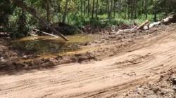 Penimbunan aliran air kali di Desa Puununu oleh PT TBS. (Foto: Dokumentasi warga)