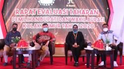 Ketua KPU Kolaka Timur, Suprihaty Prawaty Nengtias, (kedua dari kanan) bersama komisioner KPU lainnya dalam Rapat Evaluasi TahapaKetua KPU Kolaka Timur, Suprihaty Prawaty Nengtias, (kedua dari kanan) bersama komisioner KPU lainnya dalam Rapat Evaluasi Tahapan Pilkada 2020. Foto: ISTn Pilkada 2020. Foto: IST