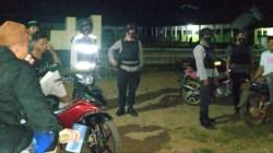 Kapolsek Onembute bersama personil saat melakukan patroli, (Foto: Riswan/SULTRAKINI.COM)