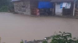 Kondisi air mulai menggenang di Kecamatan Sawa, (Foto: Ist)