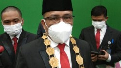 Rektor UHO, Muhammad Zamrun Firihu, (Foto: La Niati/SULTRAKINI.COM)