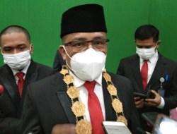 Muh Zamrun Firihu Resmi Dilantik Rektor UHO