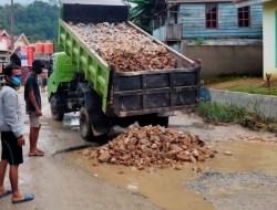 AJP Bantu Perbaikan Jalan di Kelurahan Kendari Caddi