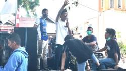 PPSK melakukan unjuk rasa di Kantor PNM ULaMM Ereke Butur, (Foto: Ist)