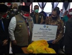 BI Sultra Serahkan 400 Paket Sembako ke Gubernur Sultra untuk Masyarakat