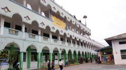 Lokasi pusat vaksin di Pesantren Al-Syaikh Abdul Wahi, di Kelurahan Bataraguru. (Foto: Aisyah Welina/SULTRAKINI.COM)