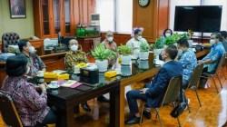 Ketua Panitia HPN 2022, Auri Jaya, beraudiensi dengan Menteri Lingkungan Hidup dan Kehutanan, Siti Nurbaya, di Kementerian LHK, Jakarta, Jumat (10/9/2021) (Foto: Ist)