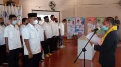 Pelantikan Hamiruddin sebagai Ketua KONI Wakatobi beserta pengurus. (Foto: Amran Mustar Ode/SULTRAKINI.COM)