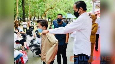 Usai Divaksin, Seorang Pemuda di Kendari Kagum Ketika Presiden Jokowi Memberikan Jaket Miliknya
