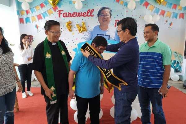 Walikota GSVL Hadiri Ibadah Syukur Purna Bhakti Sekretaris Dinas Pariwisata Kota Manado