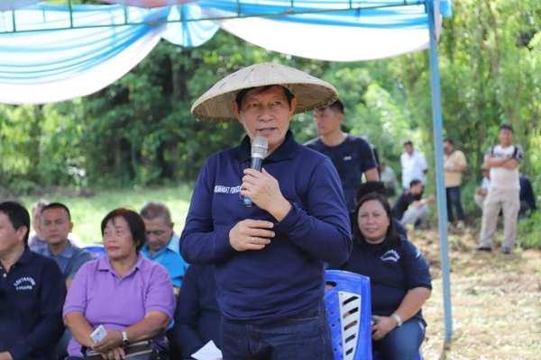 "Pemkot Manado Launching Gerakan "" Manado Ba Kobong"" Walikota GSVL: Mari Manfaatkan Lahan Tidur Termasuk Pekarangan Rumah Kita"