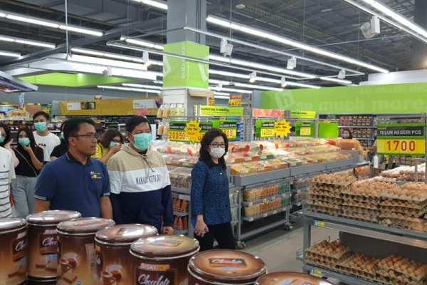 Pantau Pasar Swalayan, Walikota GSVL Himbau Warga Jangan Panik, Stok Bahan Pokok Tersedia