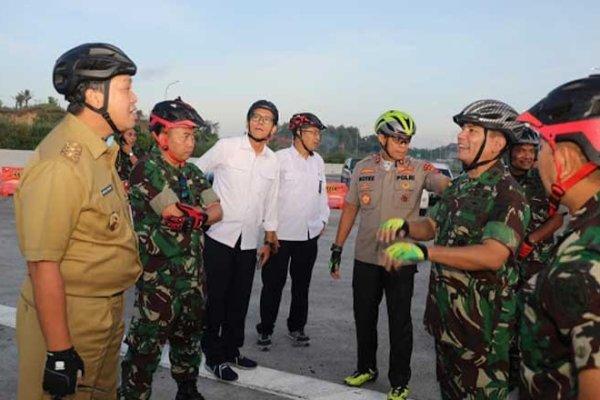Naik Sepeda Bersama Kakorlantas, Wagub Kandouw Survei Ruas Jalan Tol Manado-Minut-Bitung
