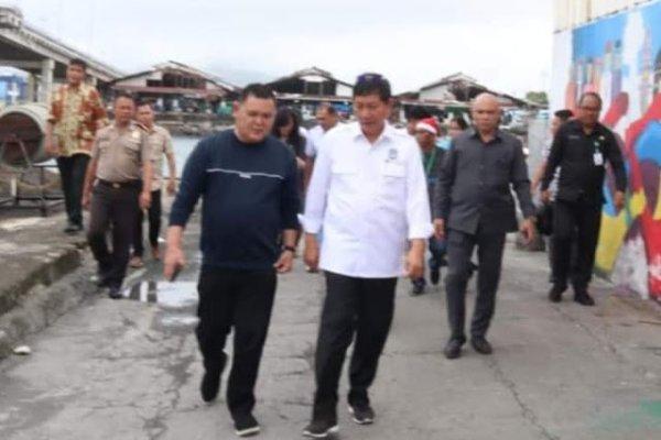 Walikota GSVL Didampingi Dirut PD Pasar Pantau Hanggar Pasar Bersehati Dari Jembatan Soekarno