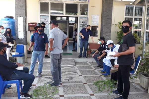 FKDM Terus Lawan Corona, Serahkan APD dan Lakukan Penyemprotan di Sejumlah Tempat di Manado