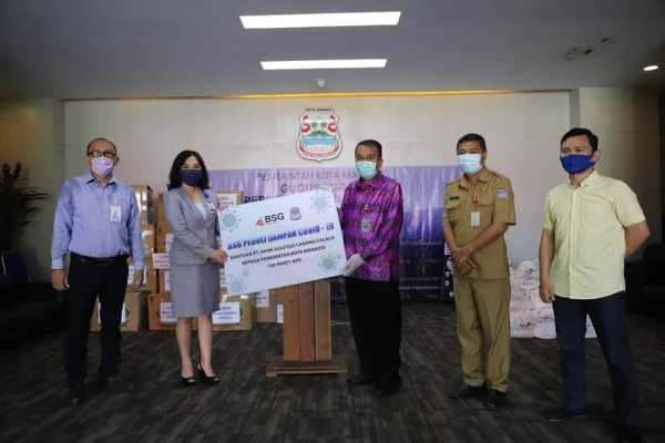 Wakili Walikota, Sekda Kota Manado Terima Bantuan Covid-19, Dari Bank SulutGo dan PT Taspen Cabang Manado