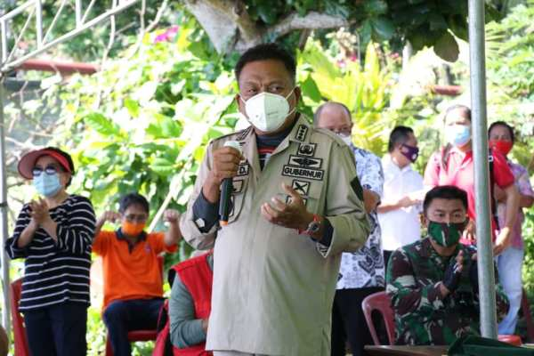 Gubernur Olly Bagikan 1000 Sertifikat Redis di Minahasa