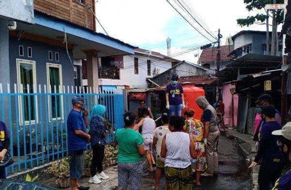 Duet James Karinda dan Ivone Bentelu Pimpin Penyemprotan di Kecamatan Singkil dan Mapanget