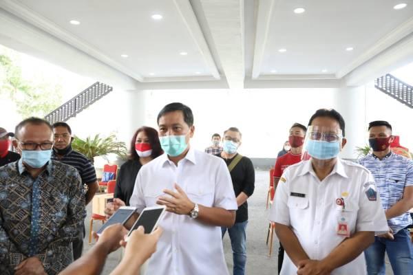 Wagub Kandouw Salurkan 2.500 Paket Balasa Bagi Pelaku Parekraf Sulut Bersama Kemenparekraf