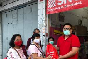 Rio Dondokambey Serahkan Bantuan PDI-P Sulut ke Ranting dan Anak Ranting