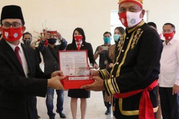 Gubernur Olly Sambut Baik Peluncuran Uang Pecahan Baru Rp75 Ribu Edisi HUT ke-75 RI