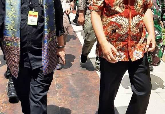 Sekdaprov Silangen Dampingi Mentan Yasin Limpo Panen Jagung di Tontalete