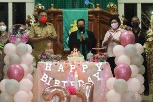Hadiri Ibadah Syukur HUT Ke-21 Jemaat GMIM Viadolorosa Singkil, Gubernur Olly Sebut Pentingnya Hikmat Dalam Kepemimpinan