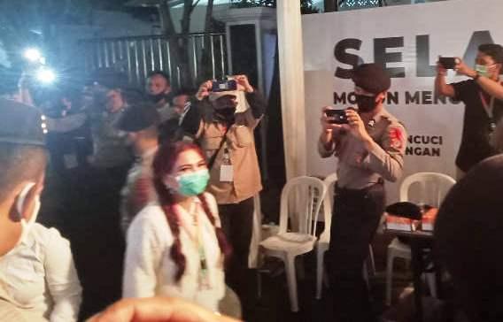 Vonnie Anneke Panambunan-Hendry Runtuwene Tiba  di KPU Sulut