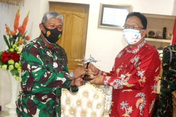 Sekdaprov Silangen Terima Audiensi Pangkoopsau II Bahas Pengembangan Lanud Sam Ratulangi
