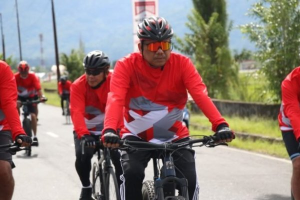 Olly-Steven Bersama Forkopimda Gowes Sepeda Hingga Tebar Benih Ikan di Danau Tondano