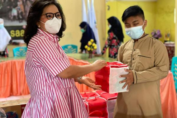 Ibu Rita Berbagi Kebahagiaan Ramadhan di Panti Asuhan Darus Saadah Manado