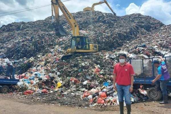 Kerja Saat Cuti Lebaran, Walikota Pantau TPA Sumompo dan Wawali Kunjungi Lokasi Kebakaran Balai Wartawan