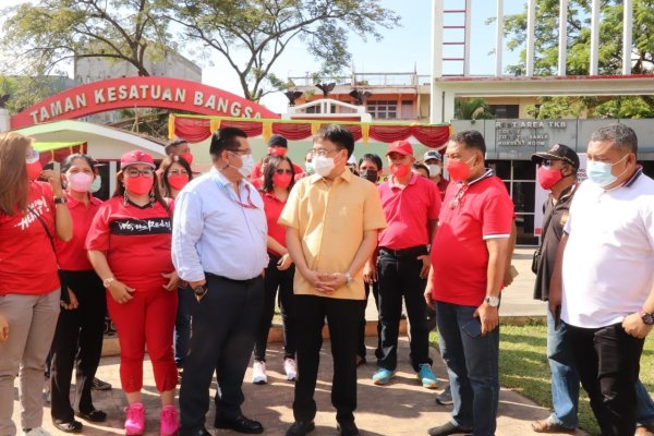 Road Show, Selain Tinjau Pelaksanaan Vaksinasi di TKB juga Walikota Angouw Jalan Kaki Menuju Plaza
