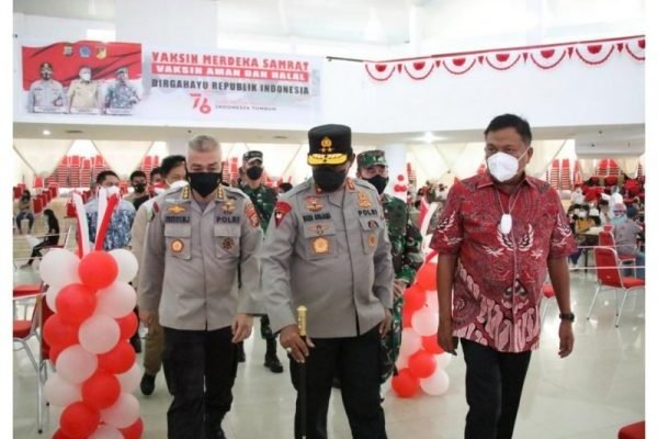 Gubernur Olly Apresiasi Kegiatan Vaksinasi Merdeka Samrat yang Digelar Polda Sulut