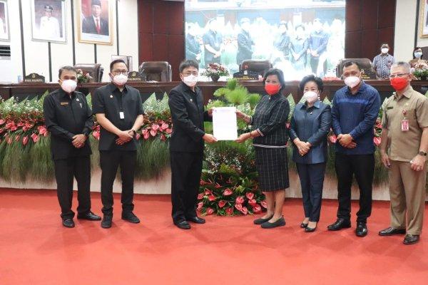 Walikota dan Wakil Walikota Manado menghadiri Rapat Paripurna DPRD Kota Manado