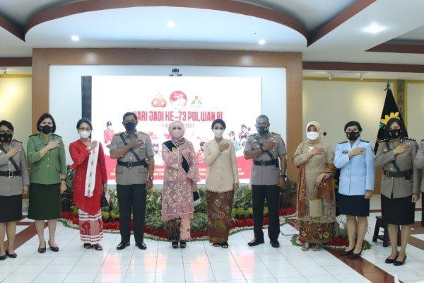 Wanita TNI Hadiri HUT Polwan di Polda Sulut