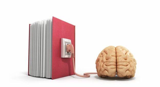 Cuidado con darte a la lectura: modifica tu cerebro