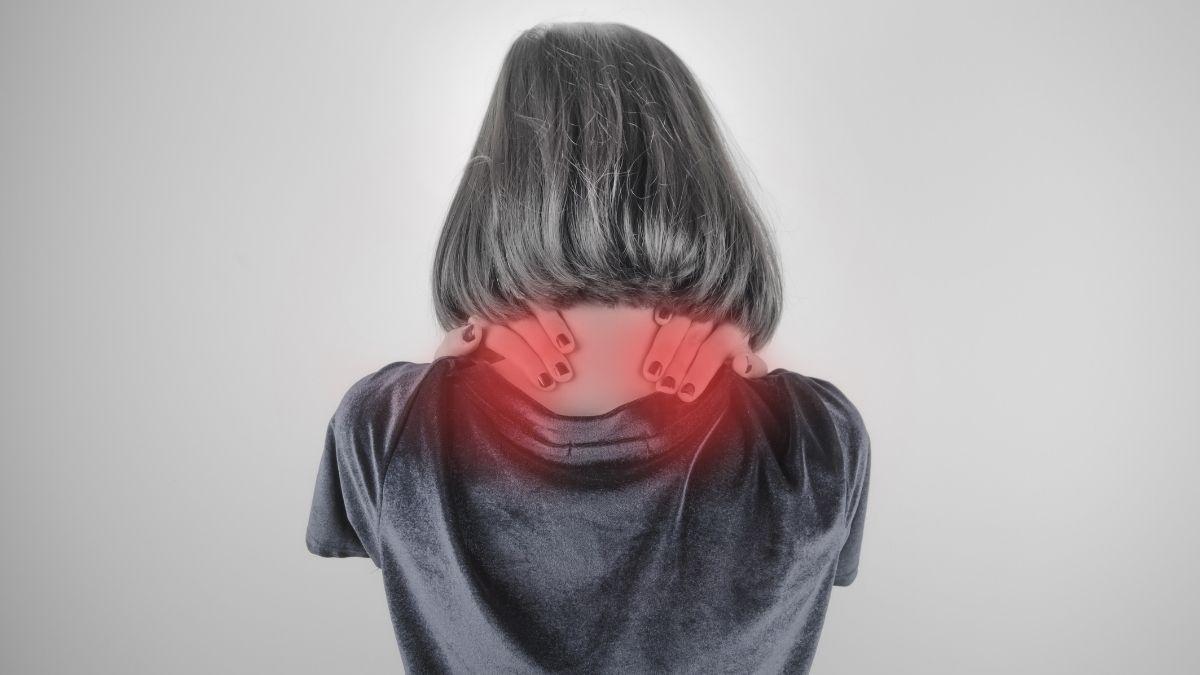 Penyebab Kelainan Otot Leher Kaku