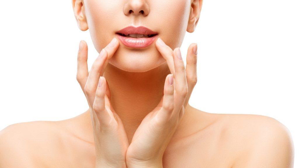 manfaat vaselin lip therapy rosy lip
