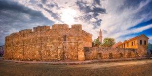 Zamek w Larnace na plaży | Cypr