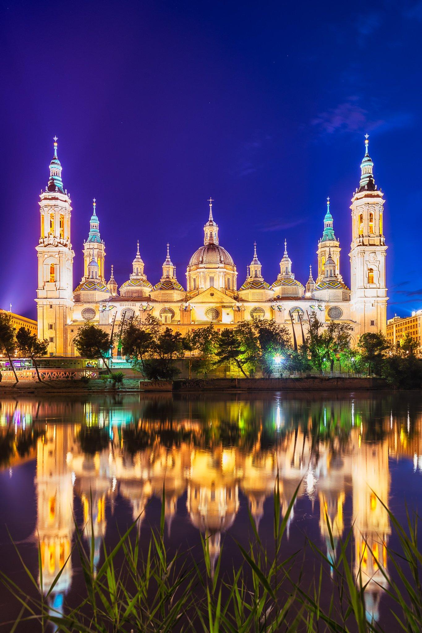 Katedra El Pilar nad rzeką Ebro   Saragossa, Hiszpania