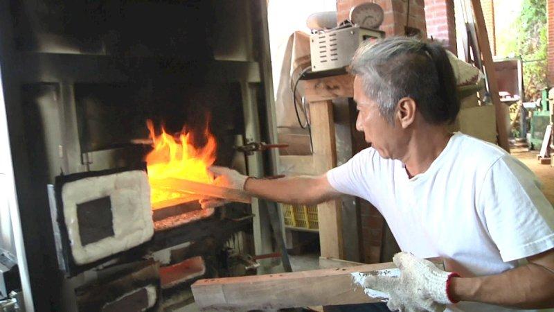 Lò nung gốm sử dụng củi, gỗ