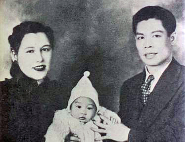 bruce_lee_with_his_parents_1940s